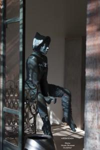 Attentive vers le bas - Nicole Brousse sculpteur